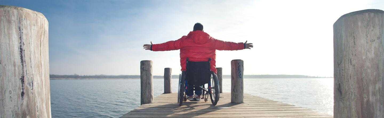 Man auf dem Rollstuhl